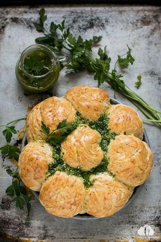 Katie's Happy Clouds: Chlebek odrywany z oliwą czosnkowo-pietruszkową