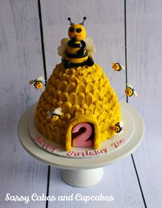 Little Miss Bumble Bee - Cake by Sassy Cakes and Cupcakes (Anna)