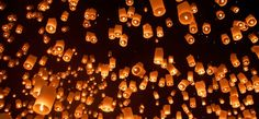 A Photo Essay of Loy Krathong and Yi Peng festivals in Chiang Mai and Mae Jo in Thailand with a mass flying lantern release. Wish Lanterns, Sky Lanterns, Paper Lanterns, Floating Lantern Festival, Floating Lanterns, Floating Lights, Mid Autumn Festival, Holiday Festival, Festivals Around The World