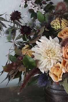 Beautiful autumn color scheme for floral arrangment.