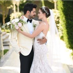 Wedding Photography Tips for Couples – Fashion Digger Turkish Wedding Dress, Wedding Photography Checklist, Wedding Couple Poses Photography, Wedding Pics, Wedding Couples, Wedding Gowns, Wedding Dress Sleeves, Marie, Bridal
