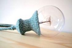 DIY hoesje/lampenkapje haken voor een lamp — bij boef+mop Crochet Home, Chrochet, Beautiful Crochet, Home Deco, Diy And Crafts, Diys, Crochet Ideas, Minimalism, Recycling