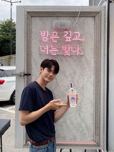 Ong Seung Woo, Park Seo Joon, Asia Artist Awards, Kim Jisoo, Learning To Love Yourself, Kdrama Actors, Seong, Aesthetic Iphone Wallpaper, Nayeon