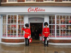 Window Display Honor the Queen - Cath Kidston, Windsor. Cath Kidston Shop, London Souvenirs, Souvenir Store, Pip Studio, Lovely Shop, Cafe Shop, Winning The Lottery, Emma Bridgewater, Store Windows
