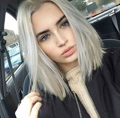 want my hair like this! 💇��♀� I love icy blond �� * * * Do you like light blonde hair? 💇��♀� * * * Xoxo 💋 * * *I want my hair like this! 💇��♀� I love icy blond �� * * * Do you like light blonde hair? Ash Blonde Short Hair, Short Grunge Hair, Icy Blonde, Silver Blonde, Platinum Blonde Hair, Light Blonde, Blonde Hair With Dark Eyebrows, Grey Hair Bob, Blunt Blonde Bob