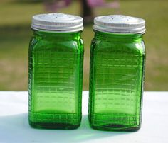 Two green depression glass jars with lids Vintage Green Glass, Vintage Bowls, Vintage Dishes, Vintage Tea, Fenton Glassware, Antique Glassware, Vintage Kitchenware, Kitchen Dishes, Glass Dishes
