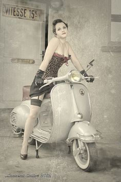 Pin-up Vespa - - Auto und Mädchen - Piaggio Vespa, Vespa Scooters, Motos Vespa, Lambretta Scooter, Motor Scooters, Vespa Motorcycle, Scooter Girl, Retro Scooter, Covet Fashion