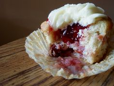luscious looking cheery cherry pie cupcakes
