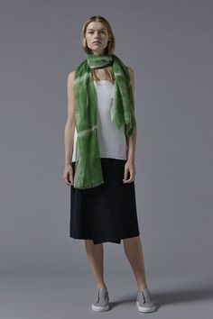 Kare Cashmere Shawl in Green / White Cashmere Throw, Cashmere Shawl, Accessories Shop, Luxury Lifestyle, Dressing, Dresses For Work, Gowns, Silk, Green