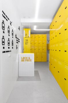 named 'lock & be free', the storage space has opened near the touristic street gran vía, in calle jardines 11, offering travelers a place to leave their hand luggage, weighing up to 25kg, and also giving them access to private rooms for bigger pieces.