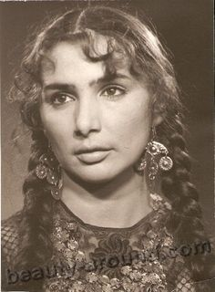 Beautiful Russian Romani (Gypsy) woman.  I am told by Grandma Lee that her family migrated to France from Romania, and that we are actually Romanian/French. This lady has the same bone structure that a lot of my cousins and I have. So cool!