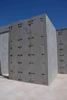 PRE - CASTING - is a form of construction where concrete is cast into a mild and left to dry in a normal environment. Pre-cast Concrete Panels bolted together Concrete Houses, Concrete Building, Concrete Blocks, Concrete Wall, Minimalist House Design, Small House Design, Precast Concrete Panels, Insulated Concrete Forms, Interlocking Bricks