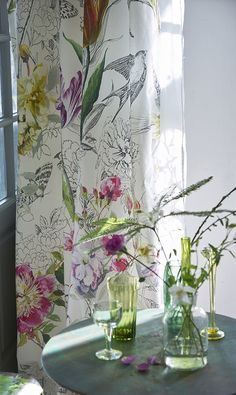 Designers Guild create inspirational home décor collections and interior furnishings including fabrics, wallpaper, upholstery, homeware & accessories. Floral Curtains, Floral Fabric, Tricia Guild, Deco Studio, Curtain Designs, Fabric Wallpaper, Bedroom Wallpaper, Floral Wall, Picture Design