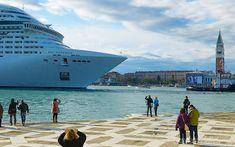 Venecia restringe acceso a los barcos de cruceros con mayor tonelaje y su navegación por la Laguna frente a los monumentos emblemáticos de la ciudad. #ofertasdeviajes