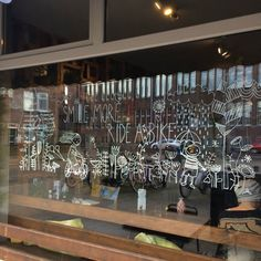 Parc 388 • eten, drinken en meer • Utrecht Chalkmarker tekeningen op (winkel) ruiten
