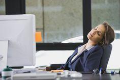 Resultado de imagen para dormir en la oficina