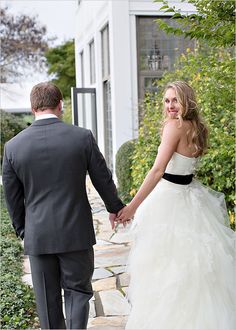 Love how the bride accessorized with a black belt- so unique and so chic!