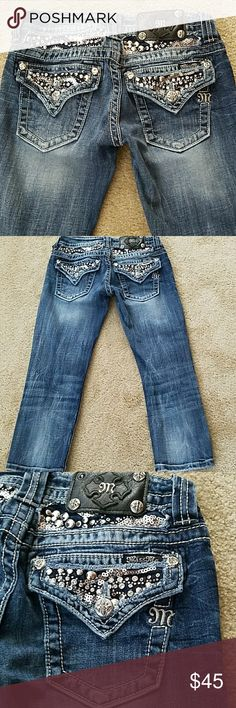 Miss Me Embellished Capri Jeans Sz 25 Super cute Miss Me Capri jeans, Sz 25. Missing one rivet on the tag, otherwise they are in EUC. Miss Me Jeans Ankle & Cropped