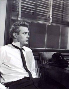 """thelittlefreakazoidthatcould: """" James Dean in Rebel Without a Cause. Hollywood Actor, Old Hollywood, Hollywood Glamour, Hollywood Actresses, American Idol, American Actors, James Dean Photos, Rebel Without A Cause, Jimmy Dean"""