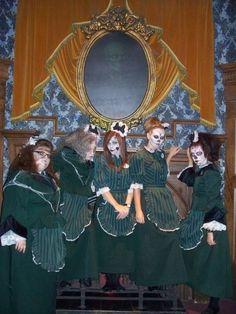 Im in the middle. Haunted Mansion Ride, Middle, Mansions, Disney, Manor Houses, Villas, Mansion, Palaces, Disney Art