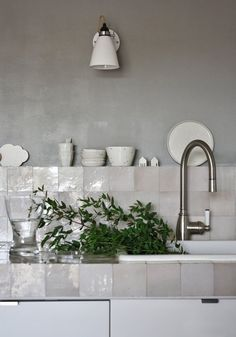 mother of pearl tile backsplash is a different and chic idea for any kitchen Kitchen Tiles, New Kitchen, Kitchen Dining, Kitchen Decor, Kitchen Grey, Dining Room, Square Kitchen, Kitchen Paint, Kitchen Styling
