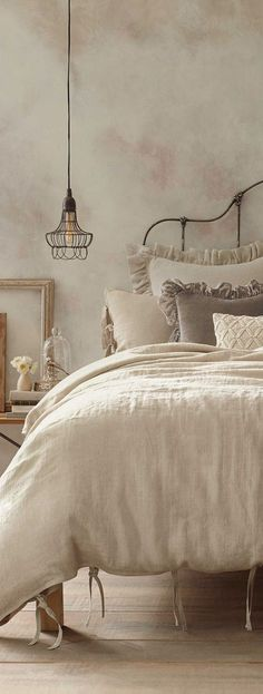 Dreamy Bedrooms Inspiration Cottage Style Bedroom Decor - gorgeous french linen neutral bedding- my two favorites: linen and velvet - Cottage Style Bedrooms, Shabby Chic Bedrooms, Bedroom Vintage, Home Bedroom, Vintage Bedding, Bedroom Rustic, Vintage Beds, French Bedroom Decor, Rustic Bedding