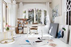 Now that's a home art studio. Gorgeous. #glitterguide
