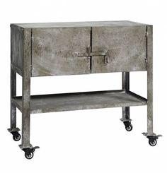 Original #armario #metálico con dos pequeñas puertas y ruedas para transportarlo de un lado a otro. De estilo moderno, es un mueble práctico que podrás colocar en cualquier habitación libre del hogar. ¡Envío gratuito!