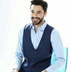 Aşk ❤ Turkish Men, Turkish Actors, Medical Wallpaper, In A Heartbeat, Couple Photography, Actors & Actresses, Beautiful Men, Hot Guys, Handsome