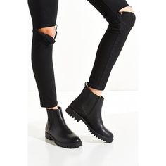 Toba Chelsea Boot ($89) ❤ liked on Polyvore featuring shoes, boots, chunky black boots, urban outfitters, beatle boots, chunky shoes and chunky black shoes