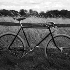 The style and elegance of the 1930s Path Racer has returned with the Guv'nor. Based on the model made by the Company in the 1930s, the Guv'nor has a classic and relaxed style, but is equipped with modern components. It features a Pashley built Reynolds 531 diamond frame (in 20.5, 22.5 and 24.5* inch), with relaxed style forks, Brooks B17 Titanium saddle, drop North Road handlebars with leather grips, and a Sturmey Archer single speed rear wheel with 28 inch gold lined black alloy rims. The…
