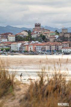Practicando paddle surf San Vicente de la Barquera en Cantabria by machbel