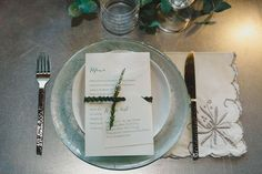 mint table setting | photo: catoski photoart weddingwonderland...