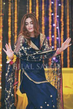 Plain suit with embroidered dupatta Pakistani Wedding Outfits, Pakistani Dresses, Indian Dresses, Indian Outfits, Indian Attire, Western Outfits, Simple Dresses, Beautiful Dresses, Beautiful Suit