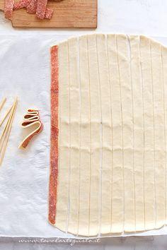 Come ricavare gli Alberelli dalla pasta sfoglia - Ricetta Alberelli di pasta sfoglia Antipasto, Cute Food, I Love Food, Kids Lunch For School, Reindeer Food, Food Humor, Sweet Cakes, Diy Food, Food Art