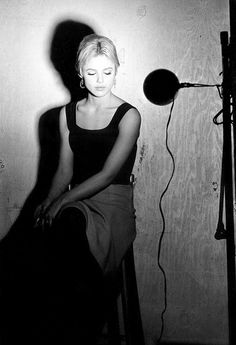 Billy Name Edie Sedgwick during the filming of one of her Screen Tests.