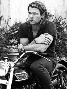 Chris Hemsworth - He could be Charlie Hunnams brother !