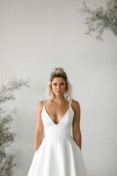 New wedding dresses elegant sophisticated bride simple 21 ideas Plain Wedding Dress, Simple Wedding Gowns, Minimalist Wedding Dresses, Affordable Wedding Dresses, Classic Wedding Dress, Perfect Wedding Dress, Bridal Wedding Dresses, Elegant Dresses, Wedding Ideas