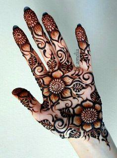 Flower henna design - looks like a Mehandi by Amelia design Henna Hand Designs, Arabic Henna Designs, Mehndi Design Images, Beautiful Mehndi Design, Mehndi Patterns, Best Mehndi Designs, Bridal Mehndi Designs, Henna Tattoo Designs, Bridal Henna