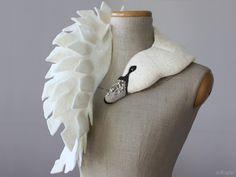 Jewelled Swan - felted wool animal scarf / stole von celapiu auf DaWanda.com