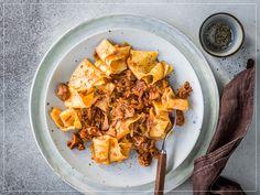 Bratwurst, Menu, Snack Recipes, Snacks, Steak, Curry, Chips, Ethnic Recipes, Tags