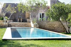 Villa à Lecce, Italie. Charming antique masseria, beautifully restored with traditional materials. Surrounded by a private mediterranean garden and olive groves, the villa is located in the peaceful countryside of Salento, but very close to major towns and beaches. $6341 for 2 weeks