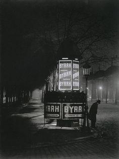 Brassaï: Paris, 1932.