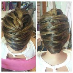 Peinado ideal para una fiesta especial y elegante y sin ser tan formal...