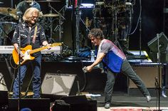 Hall and Oates play the hits, phone it in at N.J. concert
