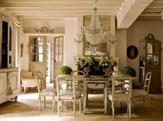 White Diningroom - has a lot of space bright and comfortable, perfectly matches the livingroom