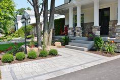 Façade charmante | Martel Paysagiste Front Walkway Landscaping, Garden Landscaping, Bungalow, Front Steps, Front Entrances, Curb Appeal, Facade, Lawn, Yard Ideas