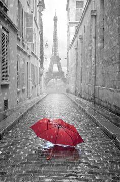 Deszczowy Paryż. Czerwona Parasolka. - fototapeta