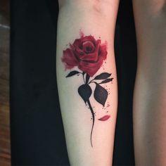 New tattoo femininas ideas water colors Ideas Mini Tattoos, Rose Tattoos, Flower Tattoos, Body Art Tattoos, New Tattoos, Small Tattoos, Sleeve Tattoos, Mommy Tattoos, Best Tattoos For Women