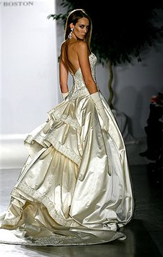 The Fall 2007 collection, titled �Le Fleur,� is not for the common bride or for an ordinary wedding. The pieces were more like elegant ball gowns or wedding dresses for glamorous royalty (shown by the hand-finished details, embroidery, crystal appliqu� and pure opulence).